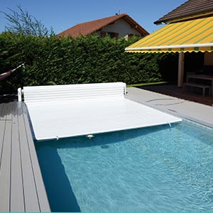 quipements pour la piscine b che volet roulant pompe chaleur. Black Bedroom Furniture Sets. Home Design Ideas